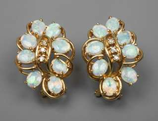 Pair of earrings with precious opals and diamonds