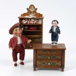 Chest of drawers, shelf and 2 dolls