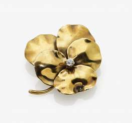 "Art Nouveau brooch ""Pansy"" with a diamond, USA, around 1895"