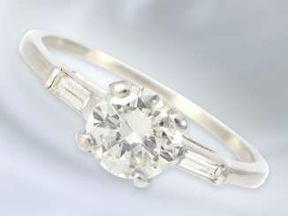 Ring: a valuable and modern solitaire ring is made of platinum with high quality diamonds, approximately 1ct