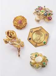 5 brooches
