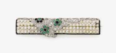 Floral stylised brooch set with diamonds, river pearls, emeralds, Onyx and enamel. Netherlands, 1953-1956