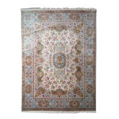 Orient rug made of wool with silk. 20. Century, 405x296 cm.
