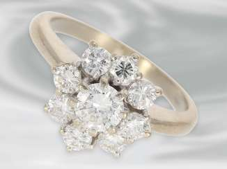Ring: beautiful vintage diamond/flower ring in 18K white gold, brilliant-cut diamonds approximately 1.2 ct