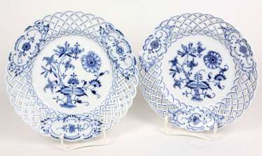 2 Breakthrough Plates *Onion Pattern* Teichert Meissen