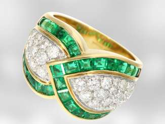 Ring: decorative, precious, Italian design ring with emeralds and brilliant-cut diamonds, in total. 3,54 ct, 18K yellow gold, brand jewelry, Casa Damiani, NP 8250€