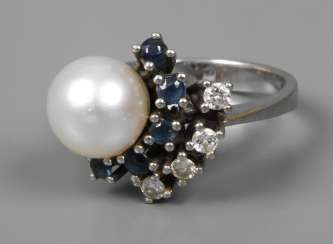 Ladies ring with brilliants, sapphires and pearl