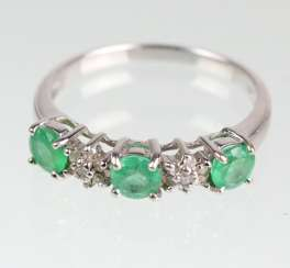 Emerald Ring with diamonds white gold 585