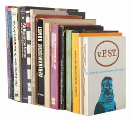 Collection of Afrikana books, 18 pieces consisting of: Menzel