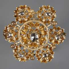 Historicism brooch with diamond roses