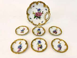 Chocolates bowl / dessert bowl with six Anbietschälchen, floral decoration, gold rim, very good.