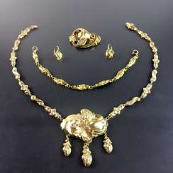 Exceptional Historicism Jewelry Set Necklace, Bracelet, Earring, Brooch. Foam gold 585, about 1860, very good, rare
