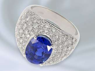Ring: extremely exclusive, wide, and formerly very expensive gold cocktail ring with rich brilliant stocking and high fine sapphire, approx. 6,8 ct, crafted in 18K white gold