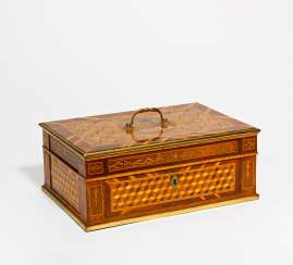 Magnificent box with coat of arms inlay and brass fittings