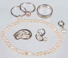 Item of pearl jewelry