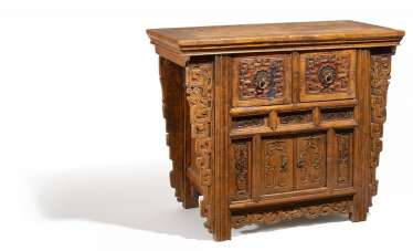Chest of drawers with archaisierendem dragon pattern