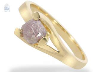 Ring: modern solitaire gold wrought ring with rare Fancy diamond of 0.97 ct, Brownish Purplish Pink, including the GIA Report