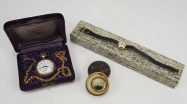 Lot of ladies pocket watch and ladies wrist watch.