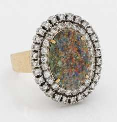 Entourage ring with opal