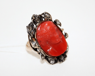 Ring with coral and diamonds