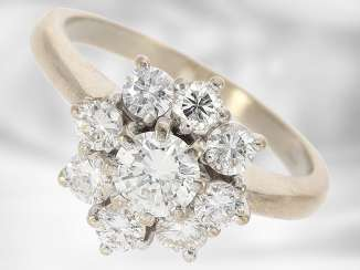 Ring: beautiful vintage diamond/flower ring in 18K white gold, fine brilliant-cut diamonds approximately 1.2 ct, with Expertise