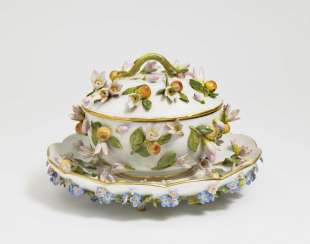 Small lidded terrine with Présentoire, Meissen, late 19th century