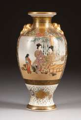 SATSUMA VASE WITH DECORATION OF ARISTOCRATS Japan