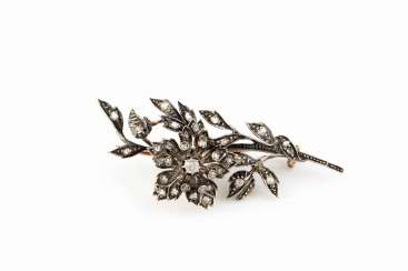 HISTORICAL TREMBLING BROOCH