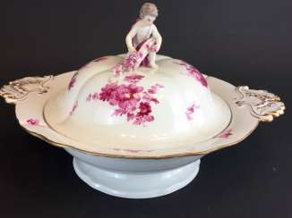 Great Lid-Terrine: Meissen Porcelain. German flower in purple. Putto with cornucopia.