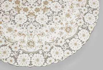 Round tablecloth with Richelieu embroidery