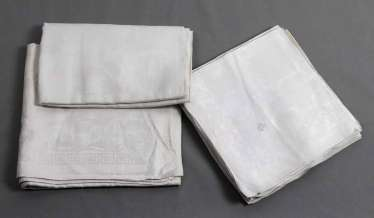 2 damask cloths and 13 napkins to 1900
