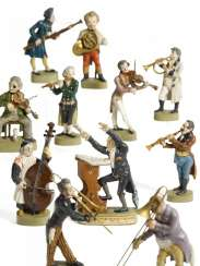 Eleven figures from the large orchestra