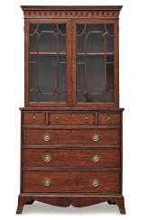 Cabinet top chest of drawers. England, around 1800