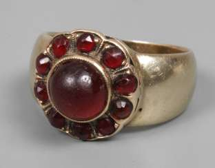Ladies ring with garnets