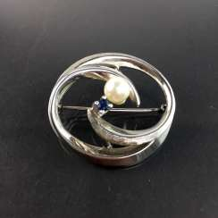 Elegant brooch: silver 835, rhodium-plated with Akoya pearl and sapphire, very beautiful.