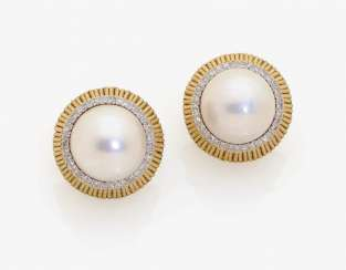 A PAIR OF STUD PIN CLIP ADORNED WITH A MABÉ-CULTURED PEARL AND DIAMONDS . USA, 1950s-1960s