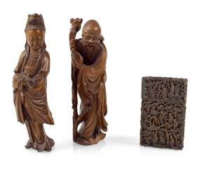 PAIR OF WOODEN FIGURES AND WOODEN CASE,