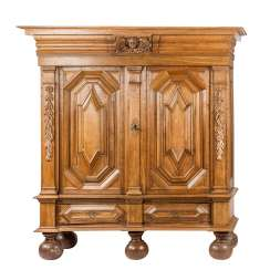 Large BAROQUE hall cupboard, Hamburg, 18. Century., so-called