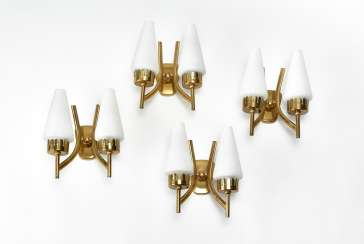 Lot of four two-flame wall lamps with brass structure and diffusers in lattimo incamiciato glass