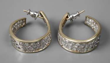 Pair of Hoop earrings with diamonds together approx. 3 ct