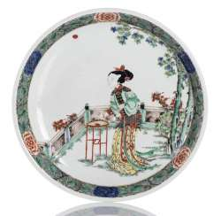 Famille verte'bowl made of porcelain with a depiction of a beautiful lady