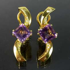 Exclusive earrings in a loop shape, yellow gold 750, diamonds, two amethysts in Carrée cut. High-Quality Work!