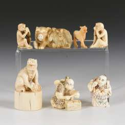 7 small parts made of bone and ivory
