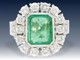 Ring: classic vintage emerald/diamond ring, formerly very expensive wrought gold, approx. 1,4 ct fine diamonds
