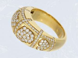 Ring: a valuable gold ring with a rich and brilliant trim, approx. 1ct forging, high quality hand work