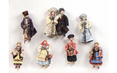 Rare set of 8 dolls, representing...