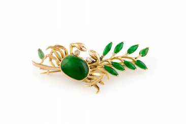 FINE JEWELRY BROOCH WITH JADE
