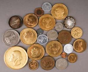 Arts and crafts COLLECTION OF 25 COINS of Different countries of origin and times