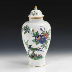 Cover vase with kakiemon painting, MEISSEN