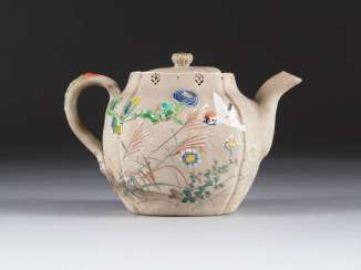 TEAPOT WITH VEGETABLE TANNED DECOR
